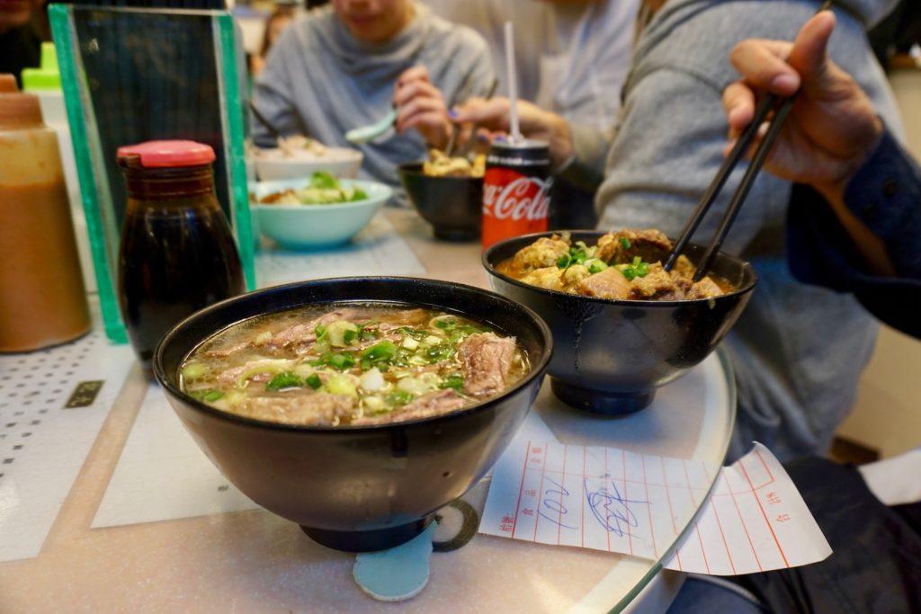 九記牛腩の「牛バラ入り卵麺 特製シャンタン・スープ仕立て」