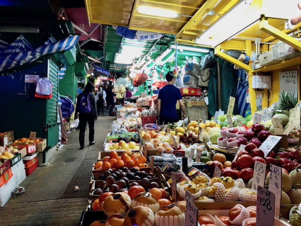 香港の夜の街並み