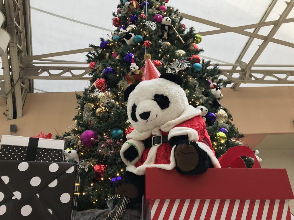 上野駅のクリスマスツリーとパンダ