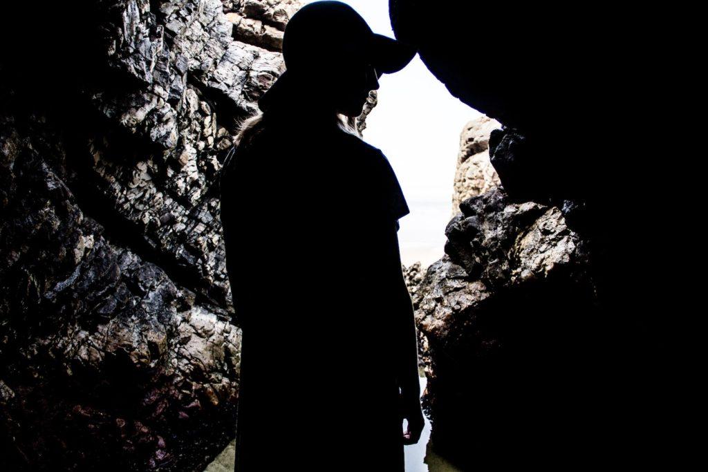洞窟(イメージ画像)
