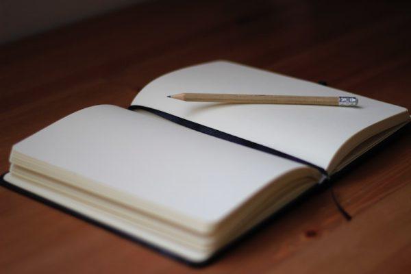 白紙の手帳(イメージ画像)