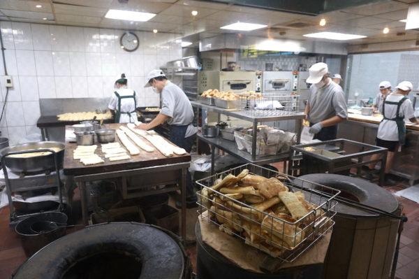 阜杭豆漿の調理場